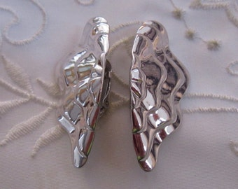 Vintage Shiny Silver Tone Half Shell-Shaped Clip On Earrings