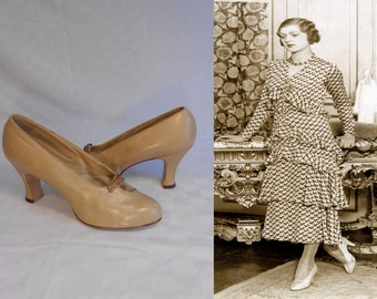 Waiting For Her Man - Vintage 1930s NOS Warm Beige Petite Bow Leather Shoe Pump Heels - 5