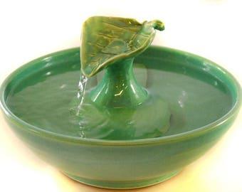 "Cat Water Fountain ""Celadon Leaf"""