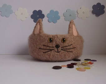 FELTED 'Fusspot' bowl .  ' Talloulah '. ( pale beige / taupe ) Cat . Feline .Home decor.  UK seller ...ready to ship...