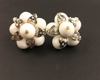 50s Cluster Earrings, Vintage Jewelry, White Clip On Earrings, Beaded Earrings, White Earrings, Silver Tone Filigree 1950s Earrings Clip Ons