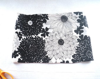 Vera Black & White Silk Tube Scarf Chrysanthemum Flowers Infinity