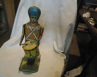 Vintage 1940's Wolverine No. 27 Wind Up Drum Major Tin Toy , collectable