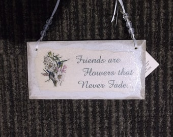 Wood petite sign, Friends are flowers that never fade, antique white, handmade, shabby and chic