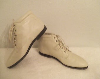 Vintage DaneXX White Leather Granny Boots ~ Size 7 M ~ Lace ups
