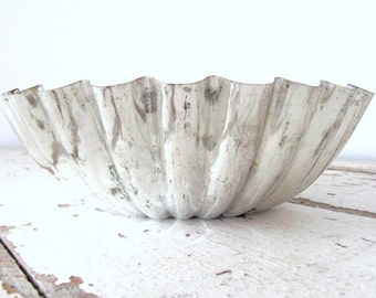 Vintage Round Fluted Bowl