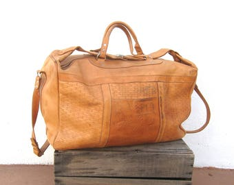 80s Large Duffle Overnight Weekender Distressed Tan Leather Buckled Tote Travel Bag