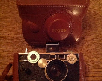 Vintage Argus 35mm C3 Cintar Camera with Leather Case