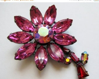 WINTER SALE Vintage 40s Pink Rhinestone Daisy Flower Springtime Floral Brooch Pin