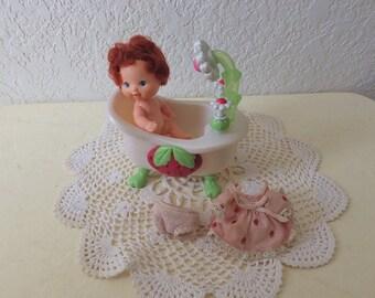 Strawberry Shortcake, Berry Baby in her Bathtub. 1984