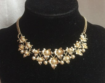 Gorgeous Vintage 1950s Ivy Leaf + Faux Pearl Link Necklace