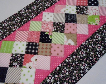 Quilted Table Runner Flower Garden, Quilted Table Topper, Floral Table Quilt, Modern Contemporary Table Quilt, Patchwork Table Runner