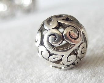 10pc - 14mm large Silver scroll pattern with Black Antiquing beads, hole diameter 2mm, package of 10