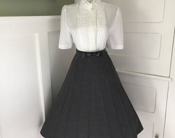 VINTAGE 50s 60s High Waisted Ash Gray Accordion Style Lucy Pinup Pleated Full Skirt