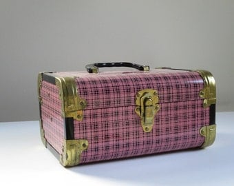 Vintage Pink Train Case, Carry On Traveler, Pink Plaid Luggage, Cosmetic Case, Carry On Luggage, Makeup Carry All, 50s Worcester T&S Case