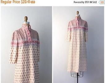 24 HOUR SALE vintage 70s polyester dress - paisley jacquard print dress / Donle' - pastels & taupe print dress / 70s dress - 60s mod print d