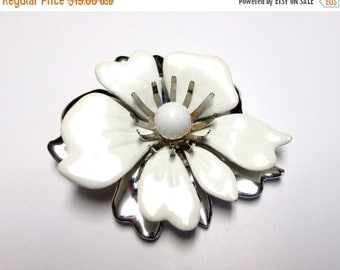 ON SALE Vintage Sarah REDUCED Vintage White enamel 3-D Daisy Flower Silver and White