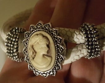 Ivory Cameo Snap Charm Fits 18-20mm Ginger Snaps, Noosa, Magnolia & Vine, Others Free Shipping