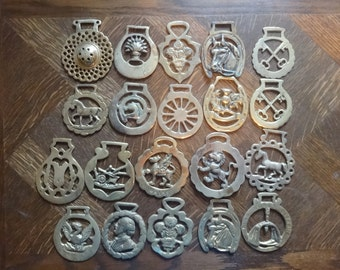 Vintage English 20 horse brass job lot assorted collection pendant charm good luck gift decoration tack martingale c1920-70's / English Shop