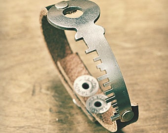 Vintage Skyline Key Bracelet - Silver