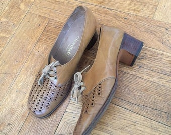 Vintage 60s 70s Beige Shoes