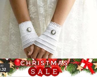 Christmas SALE Short white gloves, lace cuffs, wedding gloves, White Ruffled cuffs