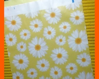 ON SALE Spring Daisies Self Adhesive Designer Poly Bags, Envelope Mailers 10 x 13 Inches, Flowers Pkg 10