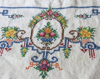 Vintage Dresser Scarves , Embroidered Doilies , Vintage Cross-Stitched  Furniture Scarves Multicolored , Furniture