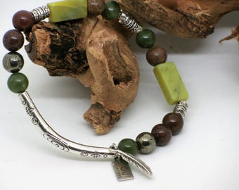 Bracelet extensible, jade et serpentine verte, pyrite, jaspe, plume, boho, semi-précieuse/Green bracelet, jade and serpentin and jasper