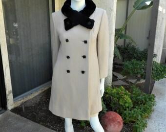 Vintage 1970's Zelinka Matlick Beige Wool Coat with Black Faux Fur Collar - Size 10