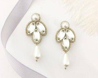 Wedding drop earrings Gold, crystal and pearl, Bridal earrings