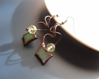 Wire jewelry, stained glass, green, glass beaded earrings, gift for women, copper wire earrings, dangle earrings, funky jewelry, Sparkle