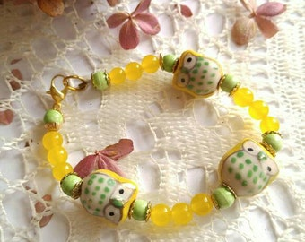 "Handmade Owl bracelet yellow green glass beads bird 7.5"" long"