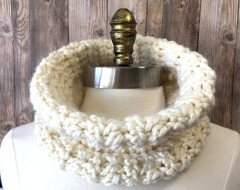 Chunky Cowl, Chunky Neck Warmer, Crochet Neckwarmer, Women's Cowl, Textured Cowl, Circle Scarf, NeckWarmer