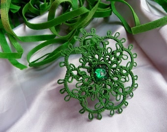 """Handcrafted ring """"Emerald"""" - gift for her - OOAK - Handmade jewerly- party cocktail - OOAK - green ring - tatting"""