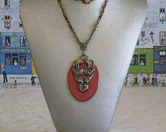 """Ravissant collier pendentif en bois laqué """"Orange nacré, motif en bronze"""""""