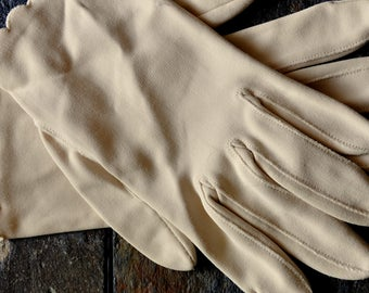 Vintage Ivory Wrist Length Gloves with Scalloped Edge