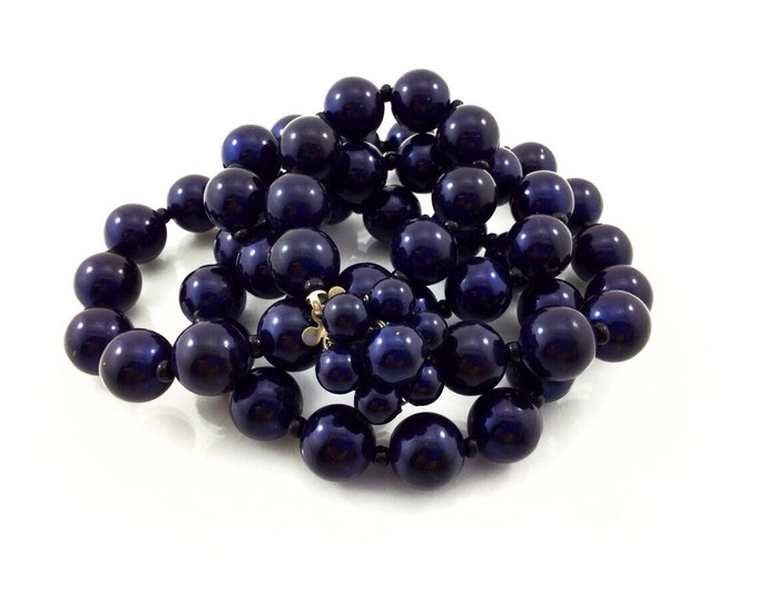 Classic Vintage Midnight Blue Necklace, Pearlized Navy Necklace with clusterbead clasp. Blue Art Deco Necklace Vintage Necklace