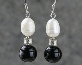 Pearl simple black and white drop earrings  bridesmaids gifts Free US Shipping handmade anni designs