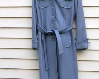 Vintage multi pocket blue wool belted coat ala 1970s with hood