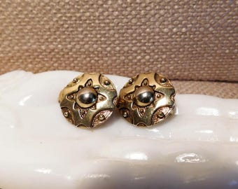 Vintage Gold Plated Clips Earrings with Oxidization