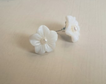 Mother of pearl stud earrings, Flower earrings, Bridal jewelry,  Gift for her Christmas gift