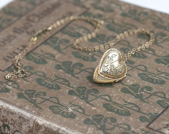 1940s Vintage Sweetheart Locket Necklace / Floral and Geometric etched 10K GF Romantic Photograph Pendant Jewelry / SOBABANS 1947-1948