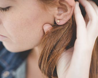 Tiny Star Stud Earrings 18kt Gold Filled