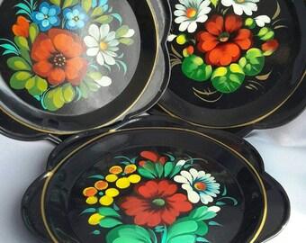 Set of 3 painted enamel / tin small trays