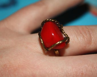 Red gemstone ring with adjustable band, sizes 5 to 8