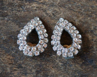 Vintage Rhinestone Shoe Clips Teardrop Shape Two Rows Silver Tone Wedding Bridal Formal Occasion 1970's // Vintage Costume Jewelry