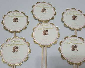 Personalized tags in stick great for centerpiece, Primera comunión, Christening, Baptism, First communion, Bautizo, cross, pin and gold