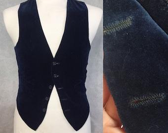 Dandy 1930s velvet waist coat