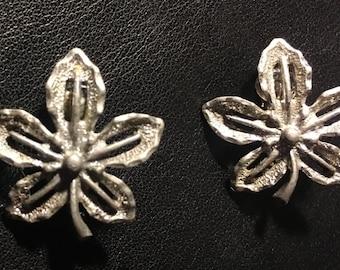 Sarah Coventry Clip-On Silver Ivy Leaf Vintage Earrings 60s Vintage